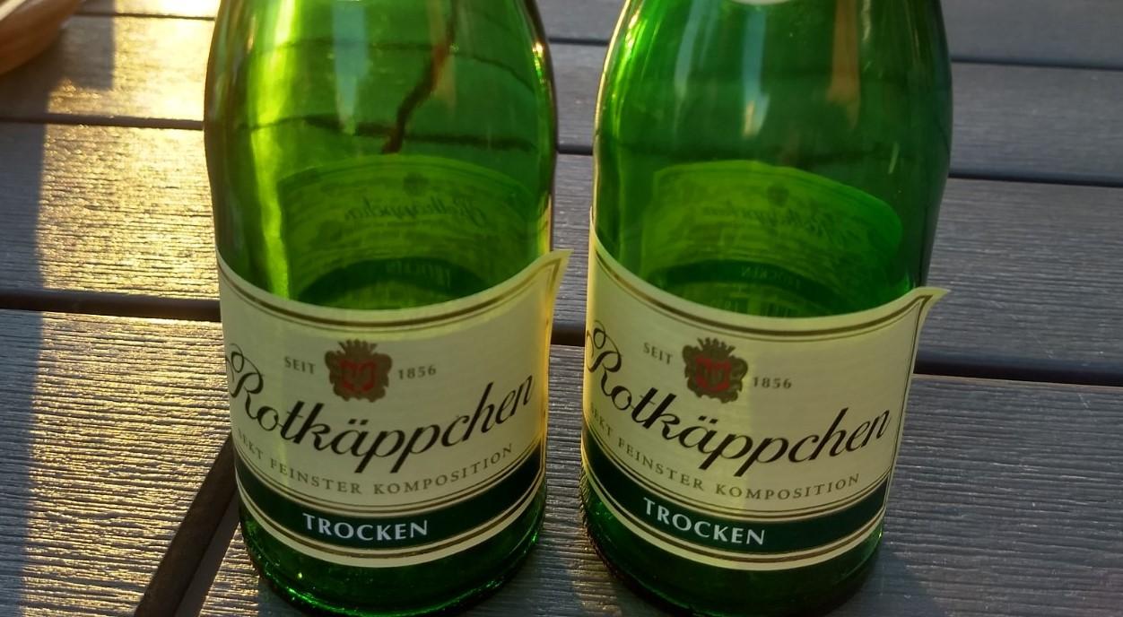 zwei kleine Flaschen Sekt
